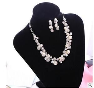 Estilo coreano Barato Venta Caliente Holy White Rhinestone Flor de Cristal Perlas de Faux Collar Pendiente Conjunto Nupcial Partido Joyería Nupcial