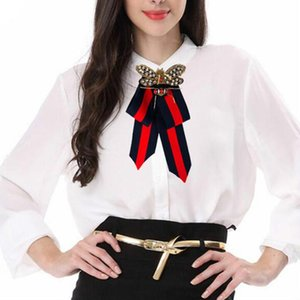 Hecho a mano de lujo bowknot broche de la cinta de acrílico cuentas pajarita broche ramillete camisas de moda accesorios de la joyería