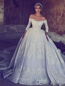 Luxury Off Shoulder Lace Ball Gown Wedding Dresses With Long Sleeves Sweep Train Beaded Appliques Vintage Bridal Gowns Custom Made