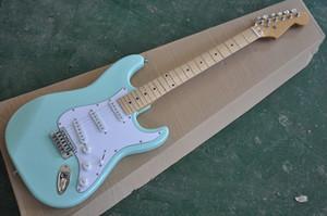 ¡Nueva llegada! La guitarra eléctrica del cuerpo ligero de encargo del bule de la fábrica con el fingerboard blanco del arce del pickguard, se puede modificar