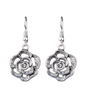 2018 new fashion flowers ladies earrings metal hollow carved earrings classic ethnic silver flower earrings retail wholesale