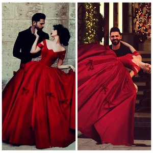 2018 Off Shoulder Sweet 16 Princess Burgundy Satin Ball Gown Quinceanera Dress Arabic Style Formal Sweet 16 Evening Prom Gowns