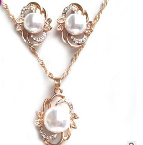 Schmuckschmuck Sets für Frauen Pearl Blume Halskette Ohrringe für Hochzeit Hot Mode Kostenlose Lieferung