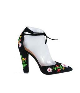 Brodé Black Suede Block Talons Femmes Chaussures Rome Style Lace-Up Femmes Pompes Sexy Bout Pointu Talons Hauts Sandales