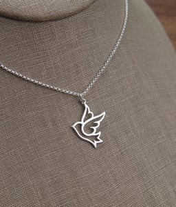 30pcs Flying Swallow Peace Dove Pendant Stainless Alloy Necklace Sparrow Necklace Tiny Baby Bird Necklaces Origami Swallow Necklace