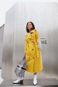 Zweireihige Frauen Trenchcoats Street Kontrast-Farben-lose lange Mäntel Damen Panelled Mäntel Gelb gestreiftes Design Mode-Oberbekleidung