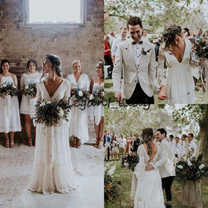Vestidos de boda Boho de manga larga de encaje Crochet Vintage 2018 Vestidos de boda de cultivo modesto de Low Back Country Farm con cuello en V