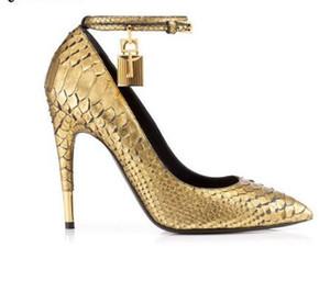 Oro Faux Snake Leather Tacones altos Zapatos de mujer Candado de metal Zapatos de mujer Sexy Punta estrecha Hebilla Correa Mujeres Bombas