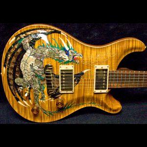 Dragon 2000 # 30 Keman Amber Alev Akçaağaç Üst Elektro Gitar Hayır Karton Kakma, Çift Kilitleme Tremolo, Ahşap Vücut Bağlama
