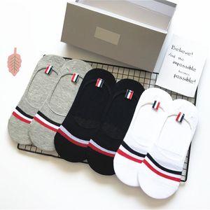 Alta qualidade da embalagem 6 pares / Caixa de verão de algodão Mistura Engineered vermelhos, meias de invisibilidade das mulheres brancas e azuis listras meias Deslizadores dos homens