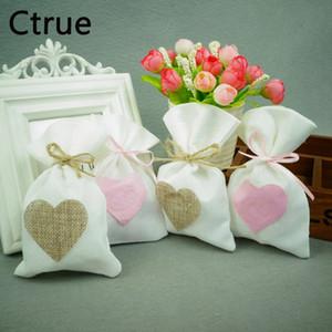 50 unids / lote bolsa de dulces de lino bolsas de regalo con corazón bolsa de boda de la vendimia Favor bolsas rústico centros de mesa decoración de la boda