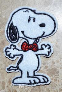 VENDITA CALDA! ~ Spedizione gratuita ~ Lovely Snoopy cravatta rossa Dog Iron On Patches, cucire sulla patch, Appliques, in tessuto, qualità 100% garantita