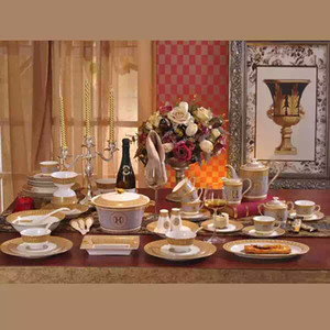Drinkware de lujo 61pcs juego de té de cerámica europeo Set de café de porcelana Coffee Pot Coffee Dinner DishesSaucer set CT69