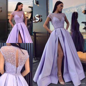 Lavender Side Split Prom Dresses Pearls Sheer Bateau Neck Cap Sleeves Vestidos de noche Vestidos De Fiesta palabra de longitud Satin Formal Dress