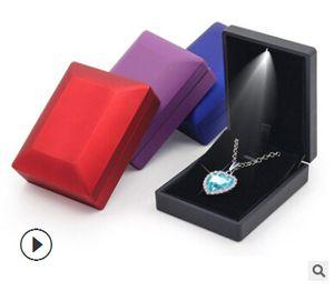 Contenitore di gioielli illuminato a LED Contenitore di fidanzamento Anello di visualizzazione Collana pendente di lusso Bracciale Display Organizer Collana di moda