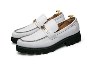 Vestido de punta estrecha para hombre Zapatos de boda Calzado famoso Hombre Formal Pisos Moda Oxfords Zapatos Zapatos de subida Brogue 1hh21