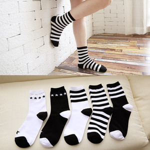 5 par / lote Calcetines de mujer Cute Cat Lovely Funny Calcetines Casual Rayas de algodón a rayas Cat Fashion Cute Female Sock Calcetería Envío de la gota