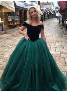 짙은 녹색 빈티지 공 가운 Quinceanera는 어깨에서 벗어나 드레스를 입혔다 달콤한 Tulle 댄스 파티 드레스 16 Princess Prom 가운 Quinceanera 가운
