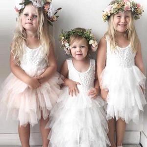 Carino Tulle breve Flower Girls Dresses 2018 Scoop Neck Lace Top strati Ruffes al ginocchio Lunghezza principessa Festa di compleanno Abiti per ragazze MC1482