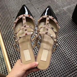 2018 les dernières pantoufles à fond plat rivetage de la mode ne sont jamais démodées. Si vous regardez attentivement, ils trouveront leur exquis Baotou
