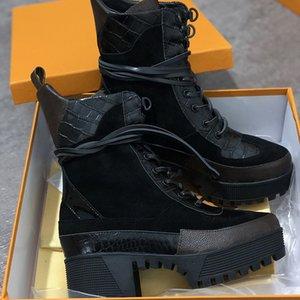 Женская DESERT BOOT ЧЕРНОГО СЕРДЦЕ Martin голеностопного ботинок зима высокие Женщины Boots печать Застекленных кожаного шнурка вверх сапоги 9сма пятка W01