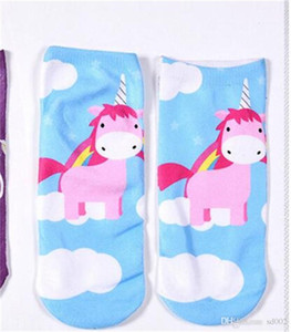 Calcetines de impresión digital 3D Unicornio de dibujos animados clásicos Suerte calcetín corto Novela Ropa Popular Accesorios Fácil llevar 2 2ds cc