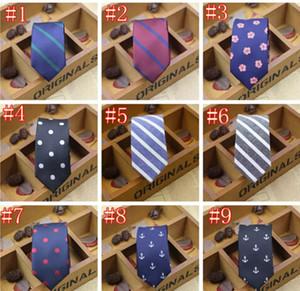 Nuevos Hombres Corbatas de fibra de poliéster 5 cm Corbatas con nudos Lazo de los hombres Moda Diseño estrecho Extremo puntiagudo Corbata arder Corbatas