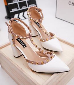 Nuovo stile primavera moda novità rivetto donne pompe tacco alto scarpe a punta signora scarpe da sposa T-strap tacco quadrato pompe femminili CX10