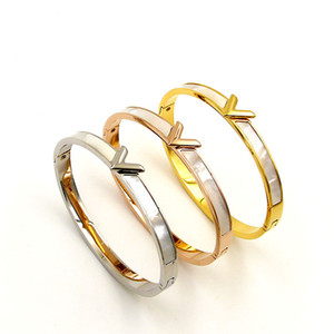 Mode Coréenne V Bracelet Lettre Shell Bracelet Femmes Titane Acier Naturel Mère Cloche Bracelet Bijoux