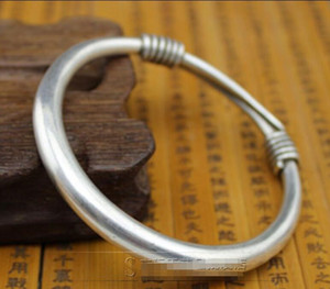 Chino antiguo tallado pulsera de pulsera de plata Miao barra redonda