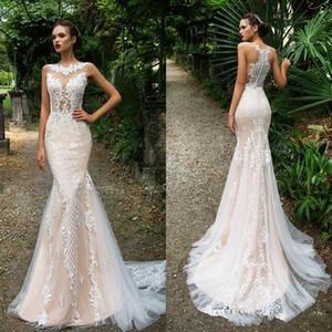 Milla Nova 2018 Light Champagne Lace Sirena Vestidos de novia Botones Volver Trompeta Vestidos de novia Tren de barrido Vestidos de novia con aplicaciones