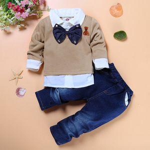 Детская одежда Наборы для мальчиков Джентльмена Bow Tie Фиктивной Двухкусочной рубашки + Красивого Джинса 2pcs высокого качества Мальчиков Бутики одежды Дети мальчик костюма