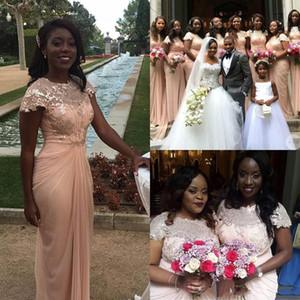 Abiti da damigella d'onore in chiffon rosa fucsia lungo 2019 Abiti da sposa con gioiello scollo a barchetta maniche corte di abiti da damigella d'onore