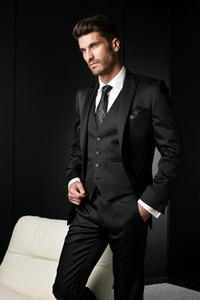Новейший дизайн, одна кнопка, черные смокинги, смокинги, пики, отворот, жених, лучшие мужские мужские свадебные костюмы (куртка + брюки + жилет + галстук) D: 295