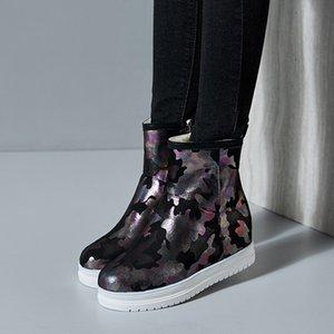 여성 플러스 사이즈 우편 번호 부티 2018 여성 겨울 신발 전투에 대한 YMECHIC 블랙 화이트 핑크 위장 인쇄 플랫폼 발목 부츠