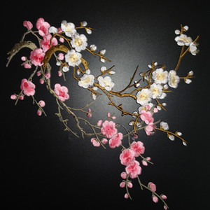 Plum Blossom Flower Applique Bordado de la ropa Patch Fabric Sticker Iron On Patch Craft Costura Reparación bordada 2 unids / set