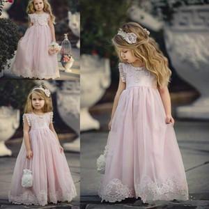 2019 Прекрасный Blush Pink Линия Страна цветочниц одевается Еврей шеи Pleat рукава Аппликация Кружева девочек театрализованного младенца Цветочные Крещение Gowns