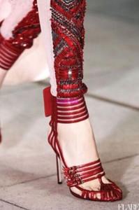 2018 Lady Sandals Fashion Women Gladiatore Tacchi alti Tagli fuori le scarpe Adorabile fibbia pumps Fretwork con tacco