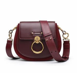 Entrega gratis para 2018 otoño / invierno nuevo anillo cochinillo sillín pequeño bolso cuadrado bolso de cuero portátil con un solo hombro