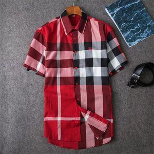 2020 American Business-Marke Selbst-Anbau kariertes Hemd, Modedesignermarke mit langen Ärmeln Baumwolle Freizeithemd gestreift Co-Kleid T-Shirt Q7