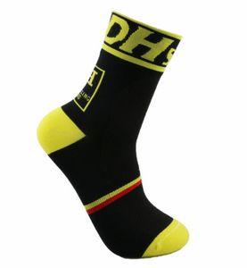 La marca professionale di alta qualità che cicla lo sport protegge i calzini traspiranti di traspirazione dei piedi che calzano i calzini delle biciclette Calze che spedice liberamente