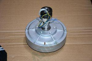 100W 500RPM 12 / 24Vdc faible vitesse faible démarrage pour bricoleur permanent aimant sans couronne alternateur générateur