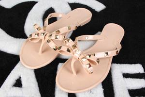 Frau Sommer Sandalen Nieten großen Bowknot Flip Flops Strand Sandalias Femininas Flache Gelee Designer Sandalen kostenloser versand