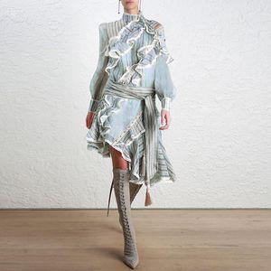 Nuova passerella a righe senza spalline maniche corte con laccetti A Word edition moda primavera 2018 primavera