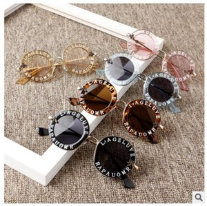 الإنجليزية خطابات ليتل النحل الأطفال نظارات شمسية ماركة نظارات مصمم أزياء الفتيات والفتيان جولة نظارات uv400