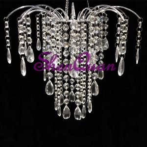 Heißer verkaufender hängender Mittelkerzenleuchter des Acryls für Esszimmer, wholesale preiswerter europäischer hängender Hochzeitsdekorationsleuchter des Silbers