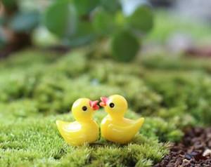 Mini Animal Dos Desenhos Animados Branco / Amarelo Pato Brinquedos Pingente Musgo Micro Paisagem Resina Artesanato Decoração de Jóias Ornamentos de Jóias