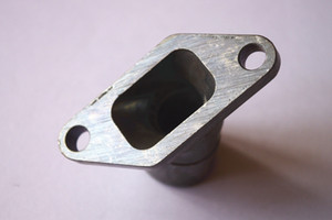 El múltiple de admisión de aire se adapta a la pieza de repuesto del pulverizador de niebla Solo 423 del motor Aislador del carburador