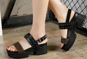 Fond épais dames de luxe d'été toile gladiateur style appartements chaussures noir or goujons femmes nomade sandale parti sexy mode dames chaussures
