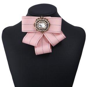 Nuevo arco de cristal de las mujeres Broches de tela de lona Bowknot Tie ramillete broche para ropa de mujer accesorios de vestir